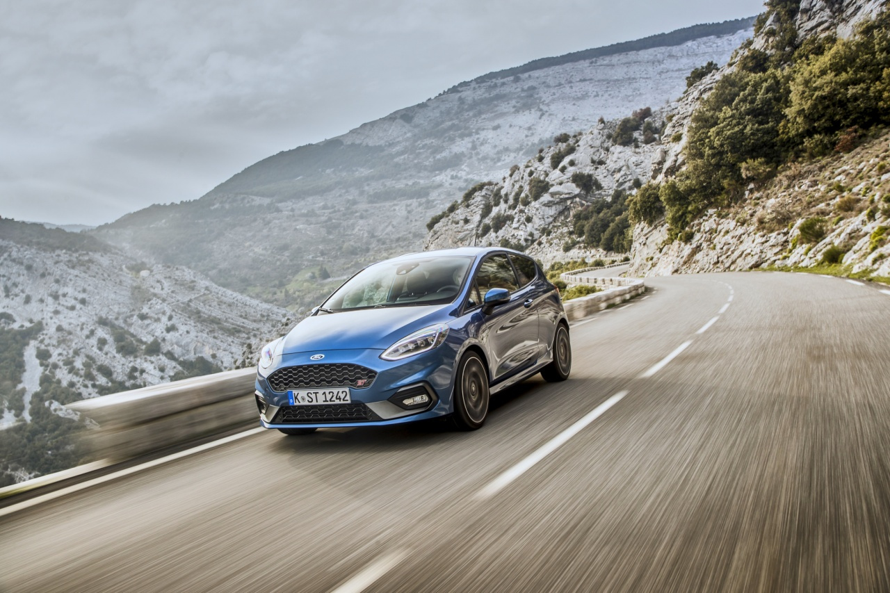 2018fordfiestastperformanceblue04.jpg