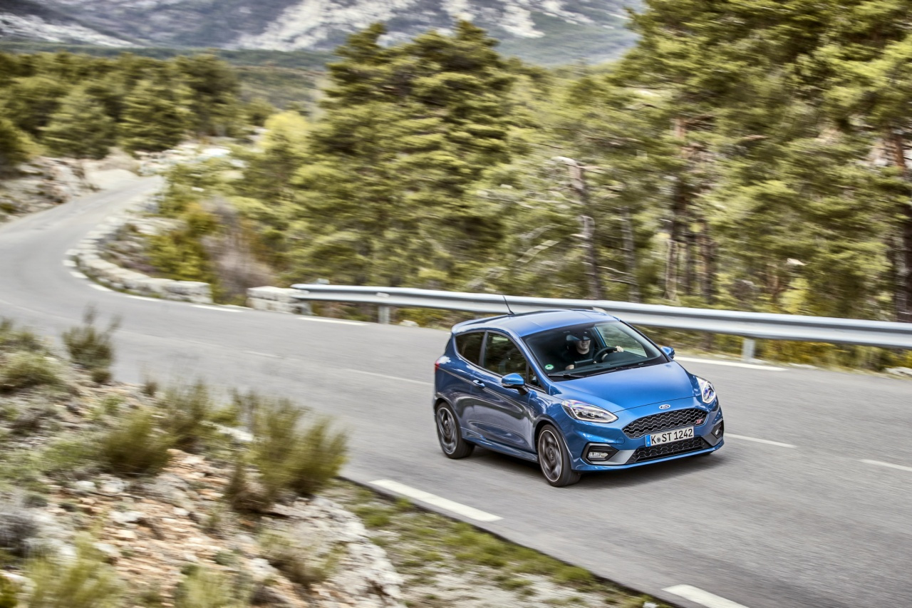 2018fordfiestastperformanceblue08.jpg