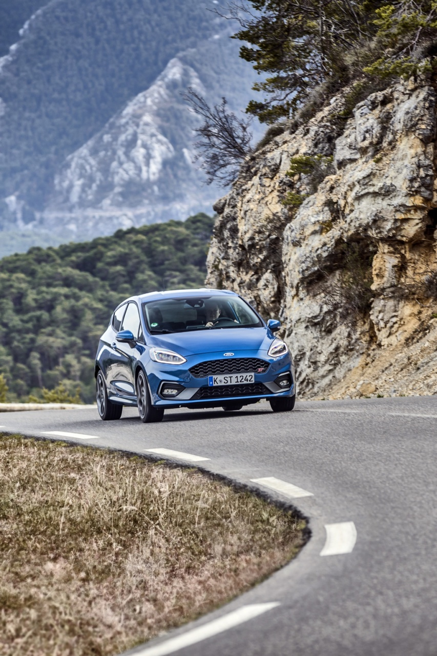 2018fordfiestastperformanceblue09.jpg