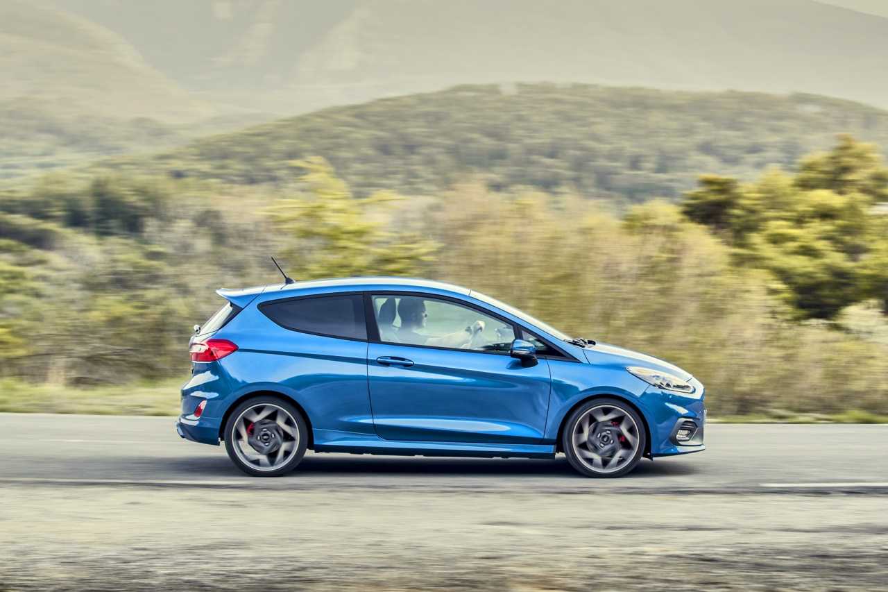 2018fordfiestastperformanceblue11.jpg