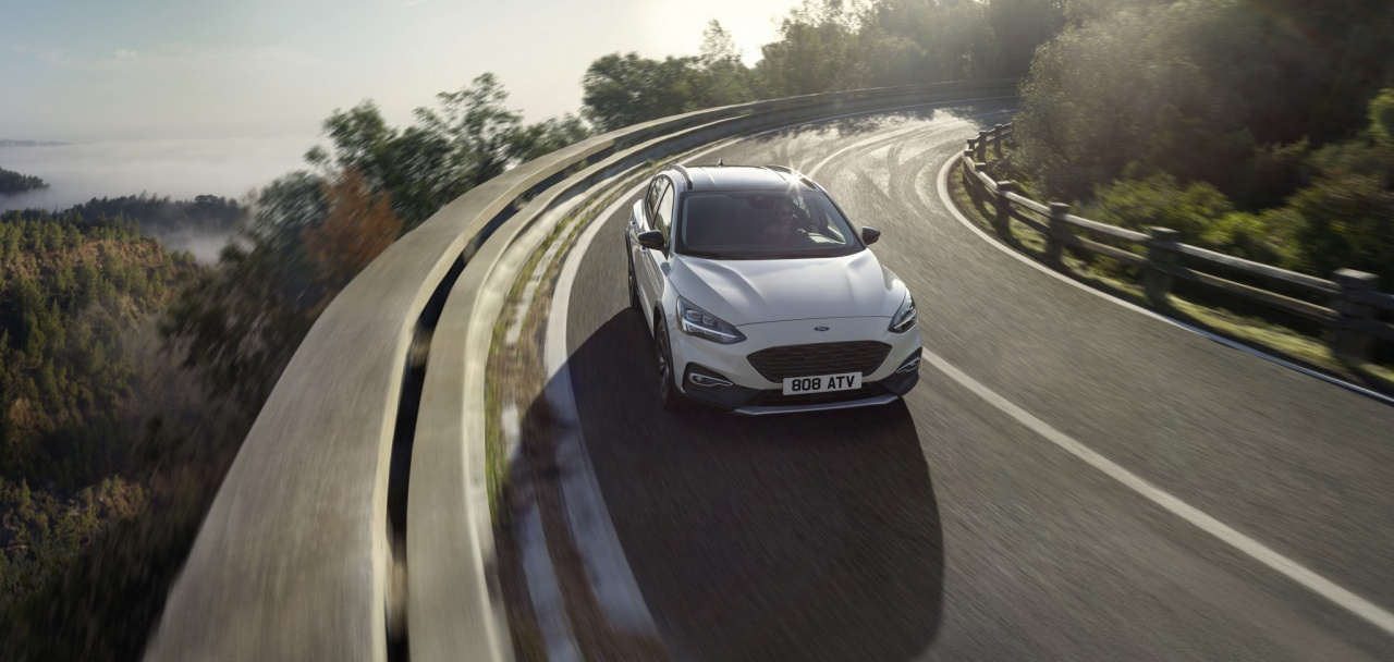 ford2018focusactive18.jpg