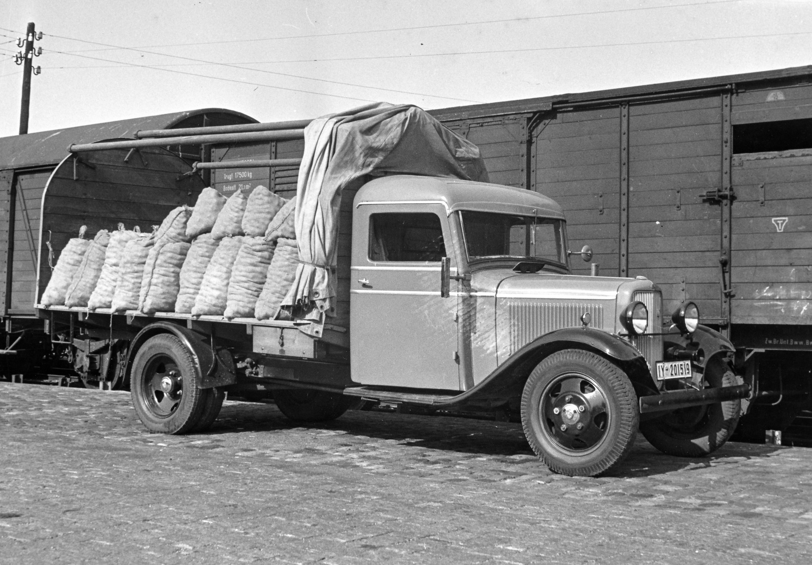 Ford Modell BB (1937) - Foto eines Ford LKW/Bus-Modells